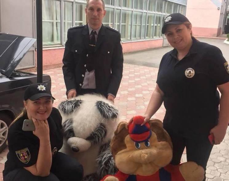 Поліцейські збирають допомогу вінницьким дітям