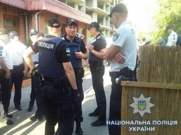 В Одесі відвідувачі кафе посварилися з персоналом: Сварка закінчилася стріляниною (ФОТО)