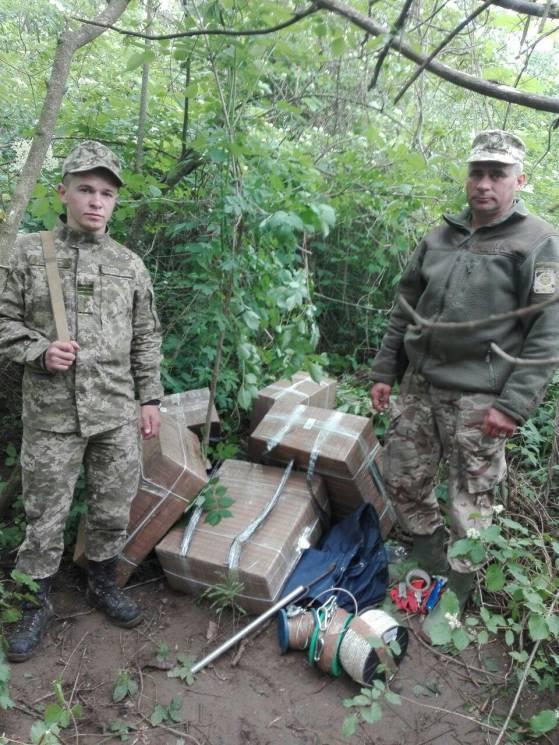Хмельницькі курсанти-прикордонники запобігли контрабанді майже 5000 пачок цигарок на Буковині