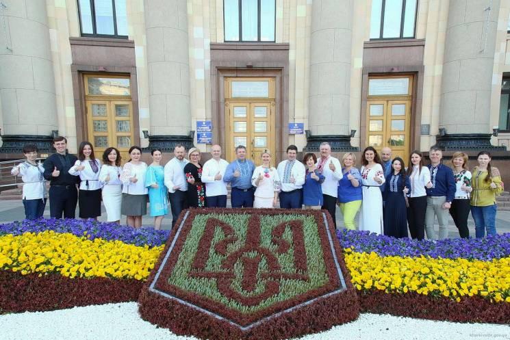 Світлична та працівники Харківської ОДА вбралися у вишиванки (ФОТО)