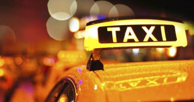 На Хмельниччині таксист-нелегал примусово сплатить 17-тисячний штраф