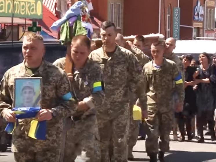 На Полтавшині попрощались з військовим медиком, який загинув, рятуючи побратима (ВІДЕО)