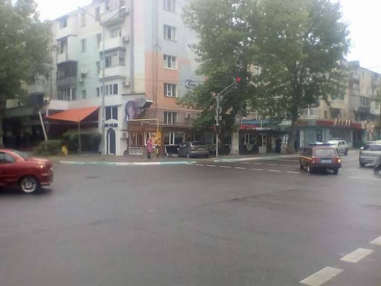 У Чорноморську гонщик протаранив кафе (ВІДЕО)