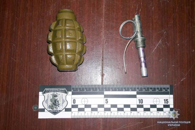 Копи знайшли бойову гранату у славутчанина, що вчинив розбійний напад на жінку