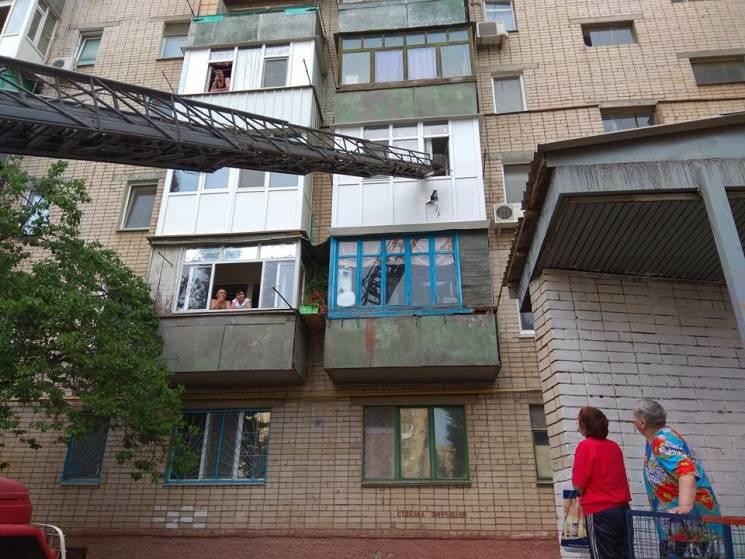 У Херсоні горів балкон багатоповерхівки (ФОТО)