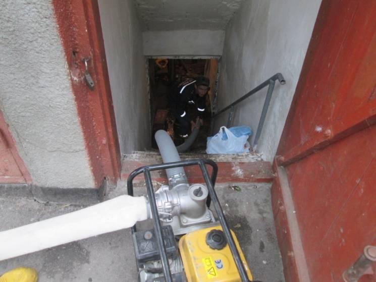Аварія на водопроводі затопила підвал в жителя Теофіполя
