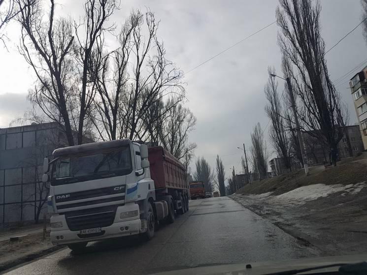 """У Дніпрі активістам не дали розказати Порошенку про """"терор"""" гранітного кар'єру"""