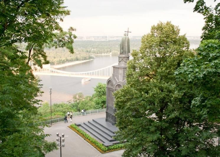 Нові ліхтарі та довговічні доріжки: Як реконструюють Володимирську гірку
