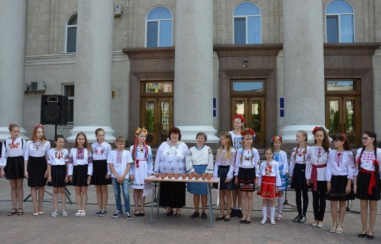 """У Кропивницькому розпочали створювати вишитий """"Вінок єдності"""""""