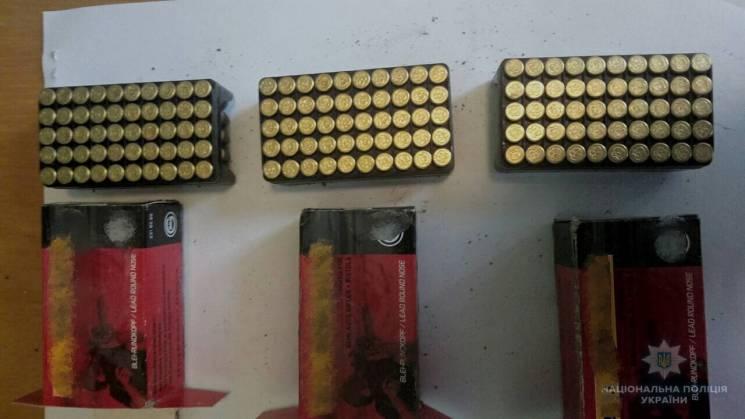 У Мукачеві затримали продавця боєприсів (ФОТО)
