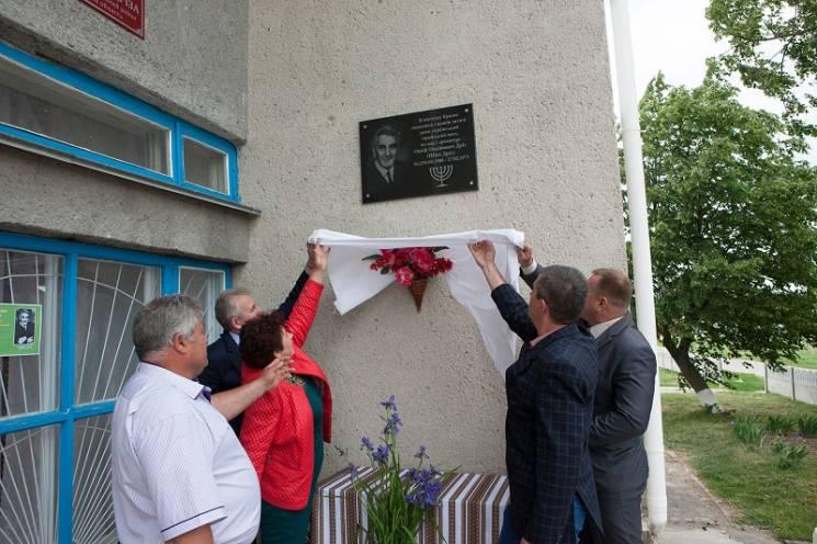 На Вінниччині відкрили меморіальну дошку на честь відомого єврейського поета