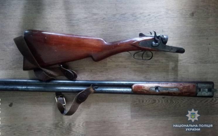 У жителя Вінниччини з-під матрацу витягли рушницю (ФОТО)