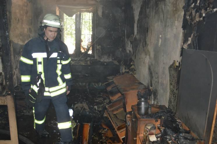 У Дніпрі пожежа знищила квартиру (ВІДЕО)