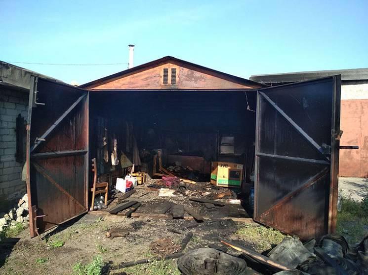 У Горішніх Плавнях на вулиці Строни загорівся гараж