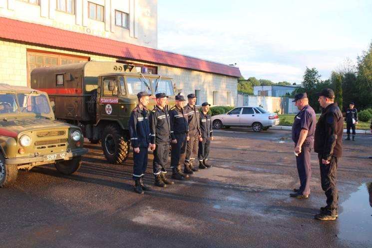 Група рятувальників Хмельниччини відправилася в район ООС (ФОТО)