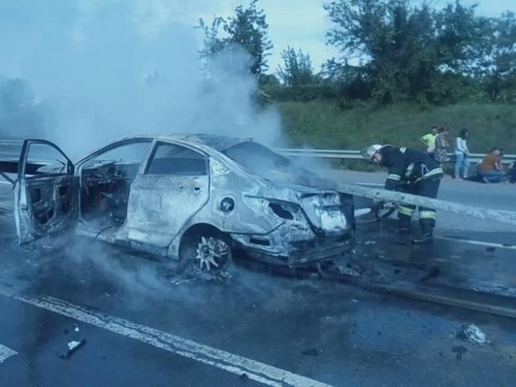 На Миколаївщині на трасі автомобіль протаранив відбійник: Загинула пасажирка (ВІДЕО)
