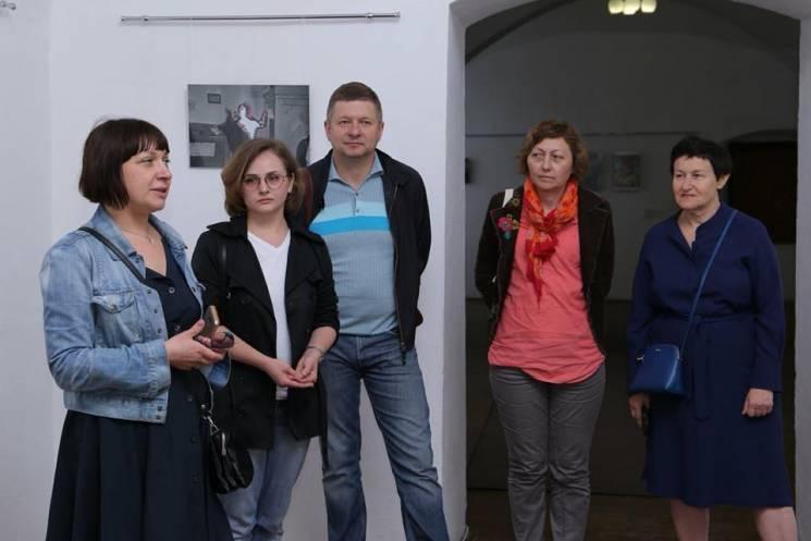 """У Мукачеві відкрили відверту виставку """"Політика тіла"""" (ФОТО)"""