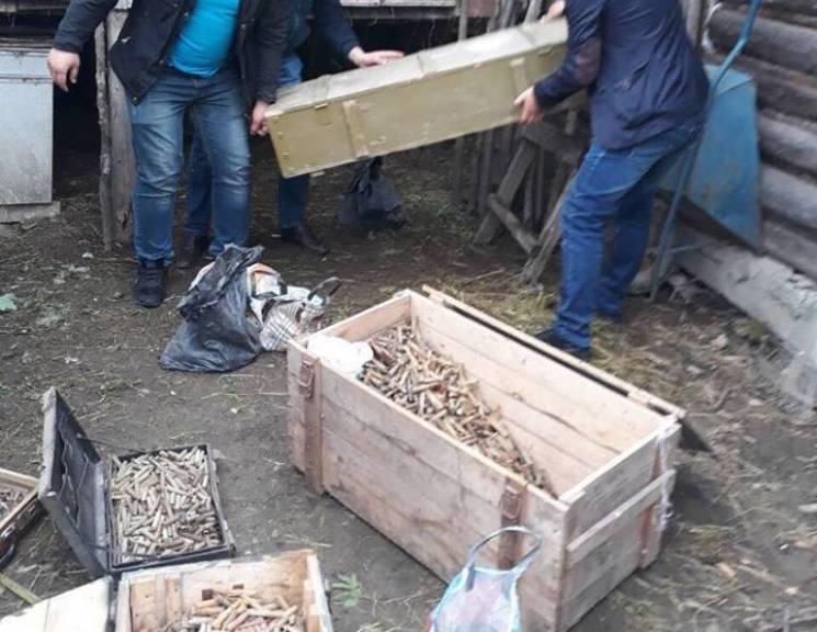На Прикарпатті в екс-військового знайшли цілий арсенал зброї (ФОТО)