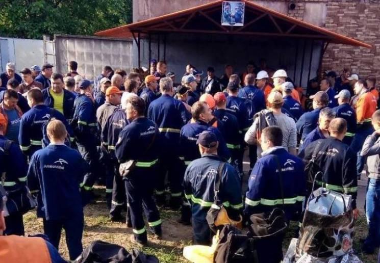 """""""АрселорМіттал Кривий Ріг"""" поступився страйкарям: Працівники-залізничники стали до роботи"""