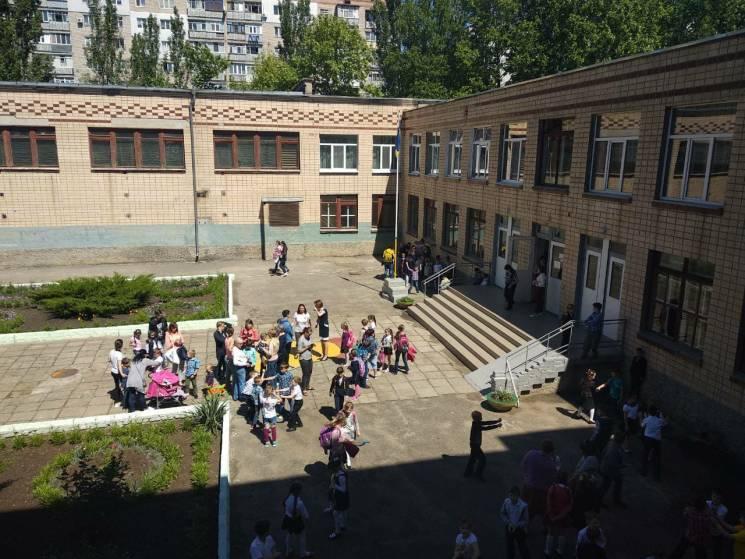 У Миколаєві евакуювали майже півтисячі учнів через різкий запах
