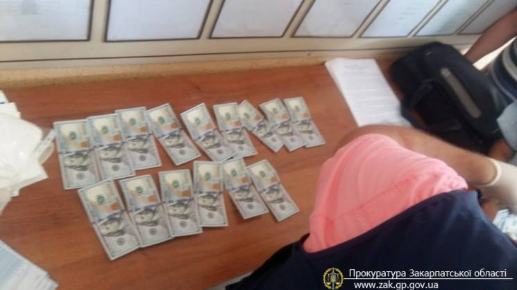 В Ужгороді зловили адвоката під час отри…