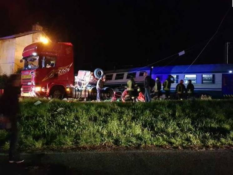 В Італії потяг переїхав фуру: Двоє загиблих, 18 поранених (ФОТО)