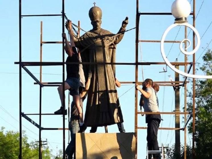 На Одещині на місці пам'ятника Леніну встановили статую Святителю Миколаю