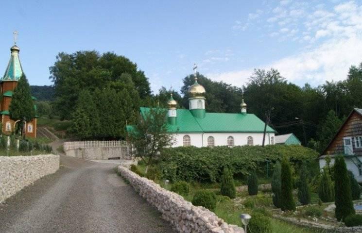 Зелені свята - з користю: Подорожуємо святими місцями Закарпаття