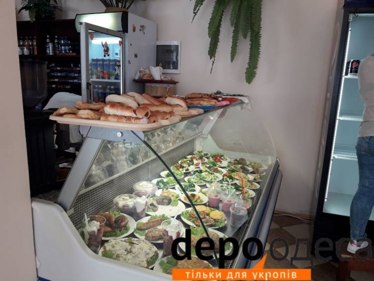 Якими смаколиками ласують одеські чиновники в їдальні облради