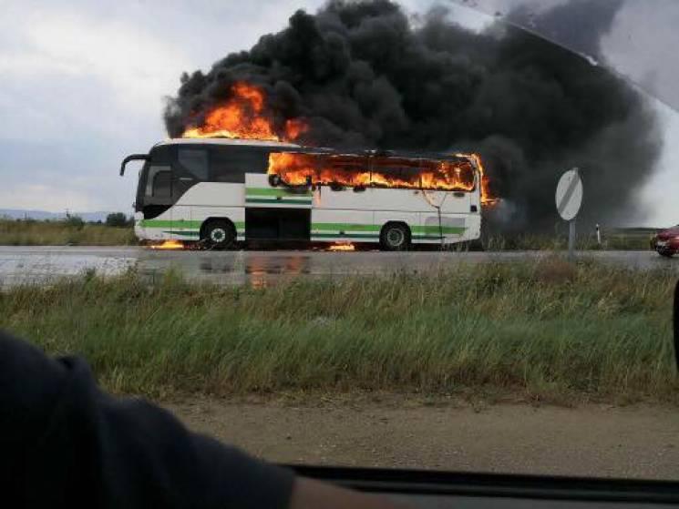 У Греції кульова блискавка спалила автобус (ФОТО)