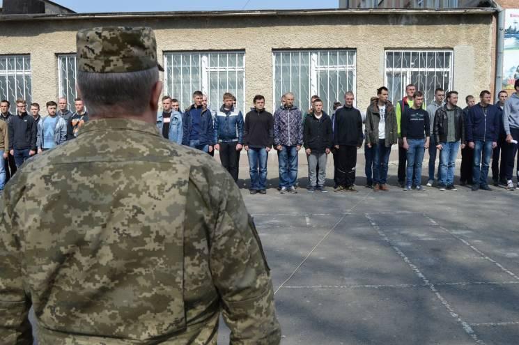 На Тернопольщине призвали в Вооруженные…