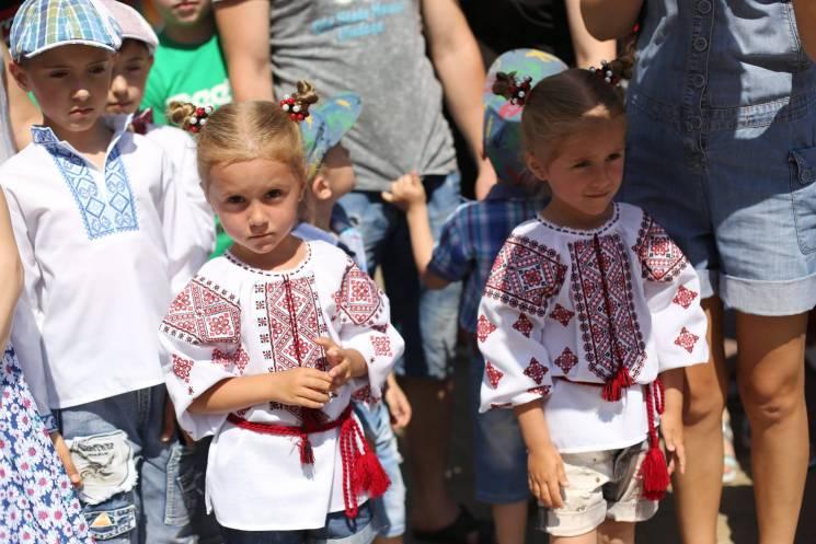 Вулицями Хмельницького пройшли 96 пар близнят, встановивши рекорд (ФОТО, ВІДЕО)