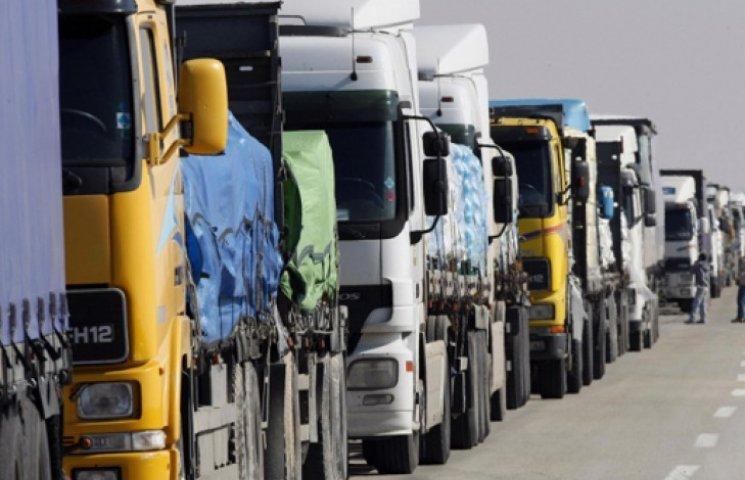 «Кримнаш»: 600 фур з провізією не можуть потрапити на півострів