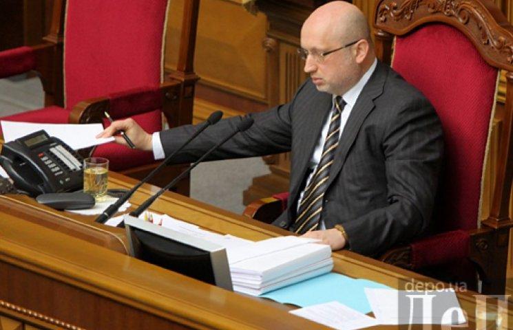 Турчинов просит Раду отменить закон об амнистии боевиков