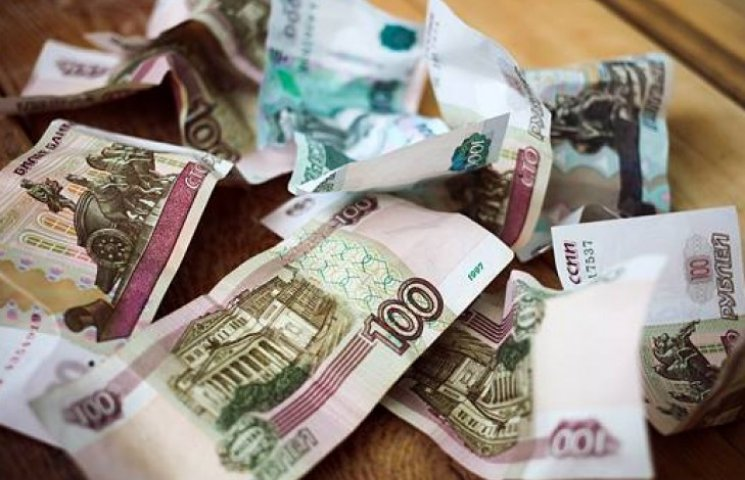 Девальвация рубля украинцам на руку