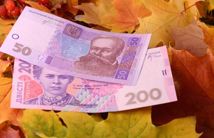Нацбанк удешевил гривню почти до 14 грн/долл.