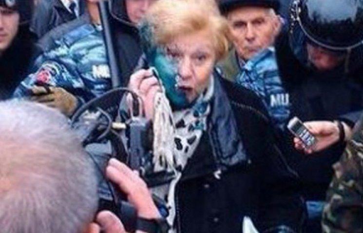 Митинг коммунистов в Харькове: драка с «Правым сектором», зеленка и троллейбус