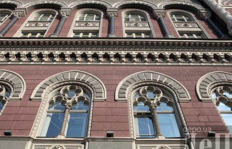 НБУ домовився з банками не опускати гривню нижче 16 грн/долар
