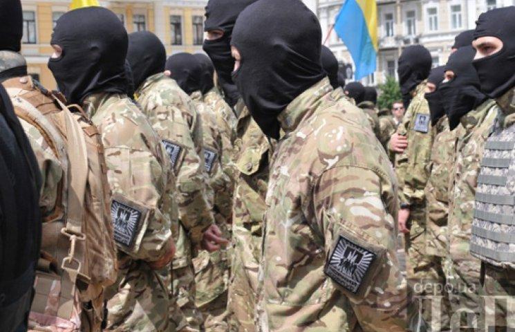 Аваков перевел полк «Азов» в состав Нацгвардии и обещает другим сделать то же самое