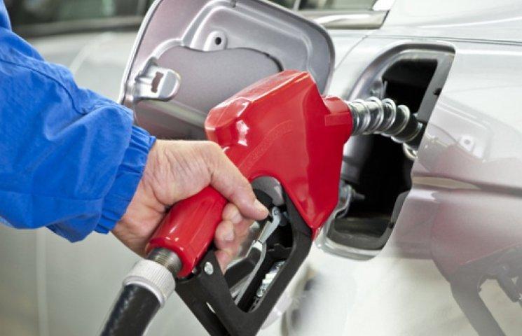 Завтра бензин стане ще дорожче