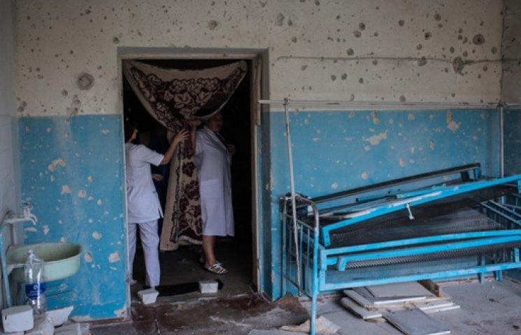 Япония дала деньги на восстановления больниц и школ на Донбассе