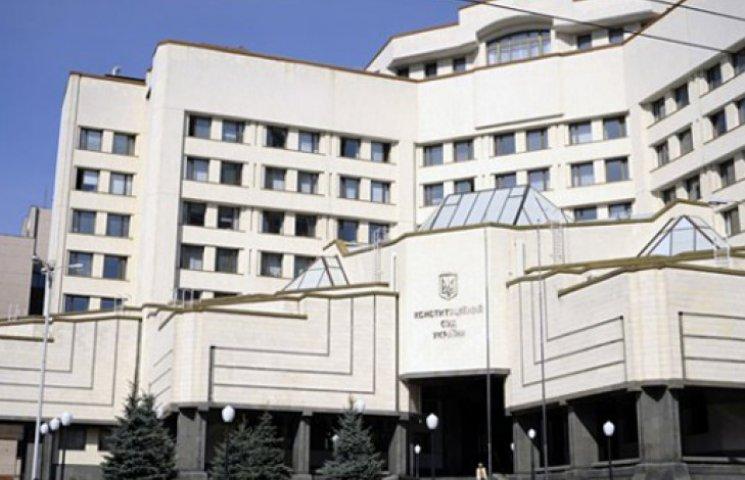Судьи просят Конституционный суд разобраться с законом о люстрации