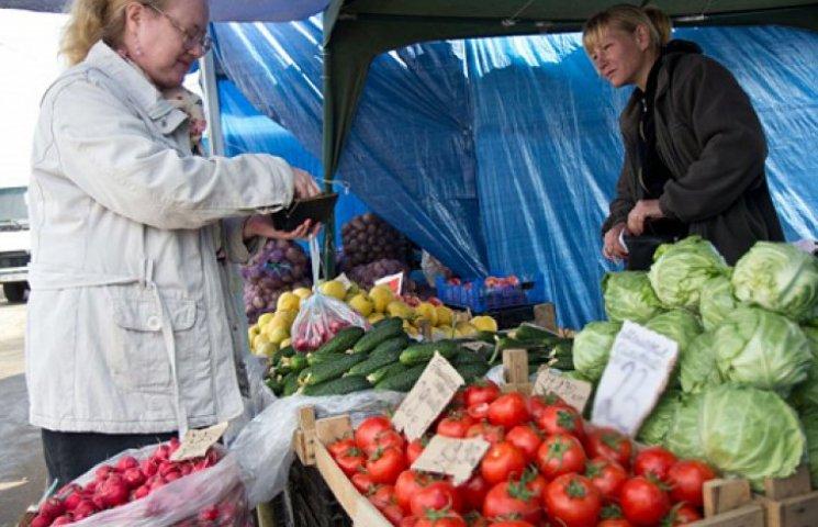 Все больше украинцев вынуждены работать исключительно «за еду»