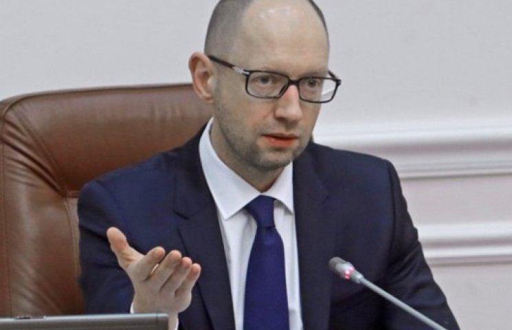 Яценюк заговорив про соцкартки для всіх пільговиків в Україні