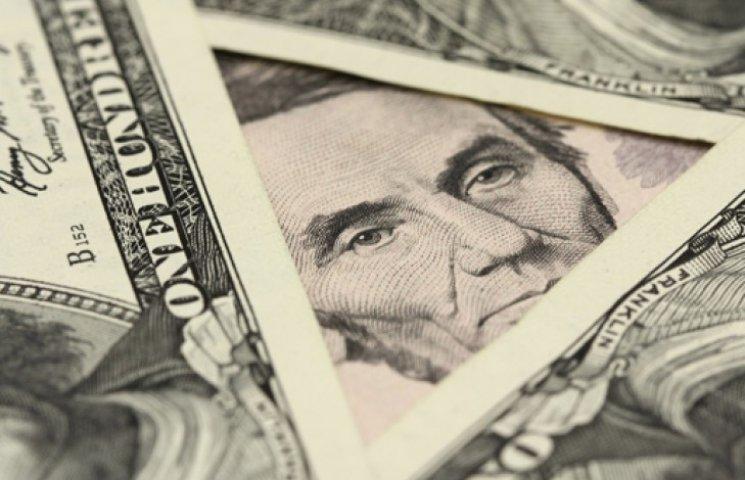 Официальный доллар укрепился на отметке 15 грн