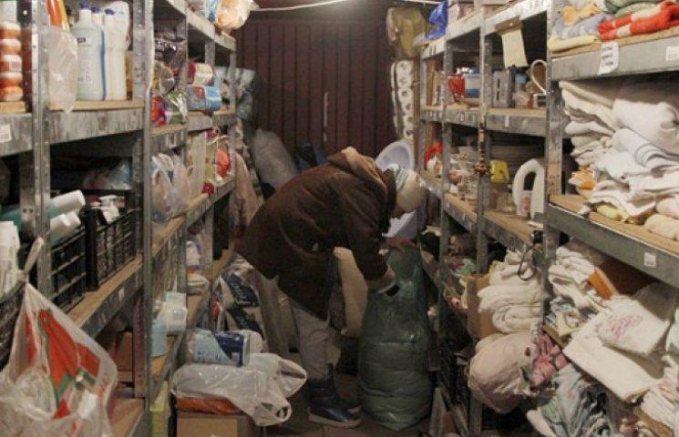 У Мінсоцполітики просять перераховувати долари в допомогу переселенцям