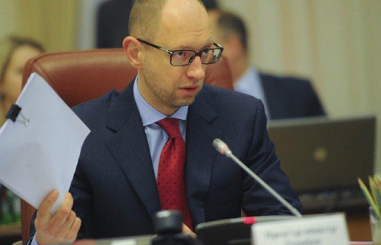Правительство Яценюка сложило полномочия