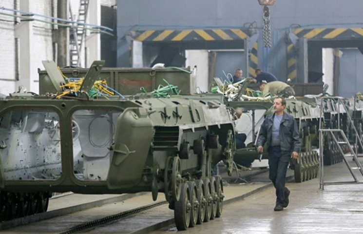 Яценюк розповів про безпрецедентну закупівлю сотень одиниць військової техніки