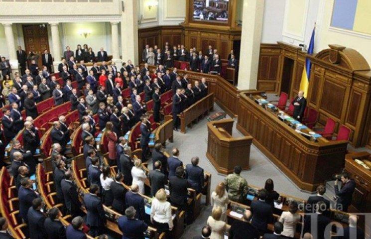«Слава Украине!» – нардепы собрались на первое заседание Рады VIII созыва