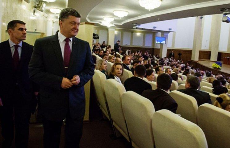 Вітаючи прокурорів, Порошенко висловив невдоволення їхньою роботою